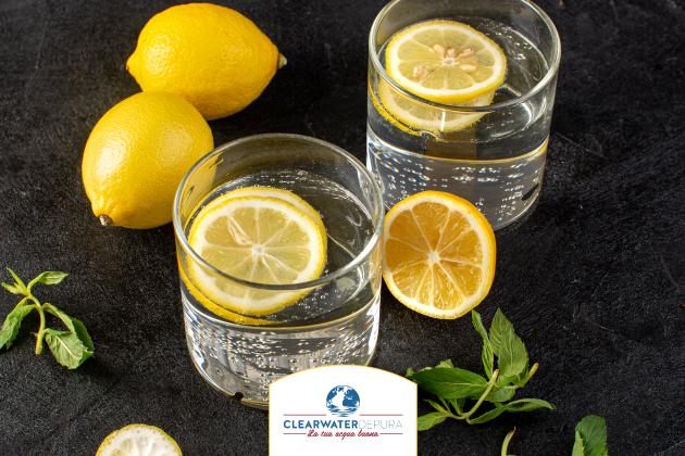 Tutti i benefici dell'acqua e limone
